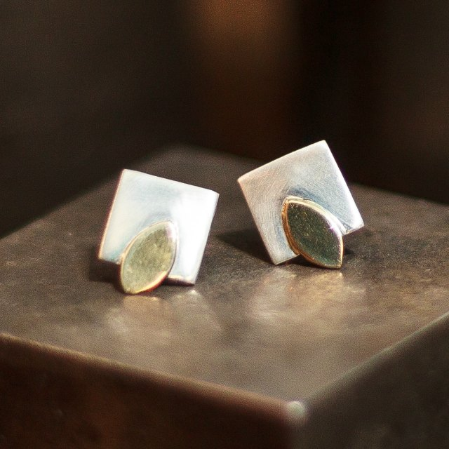 Leaves of gold studs-small
