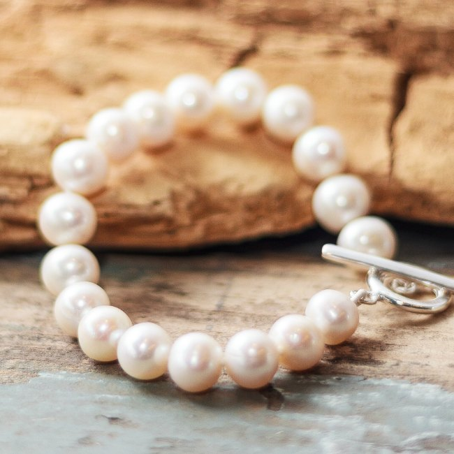 Freshwater pearls - hand knotted with silver t bar catch. - small