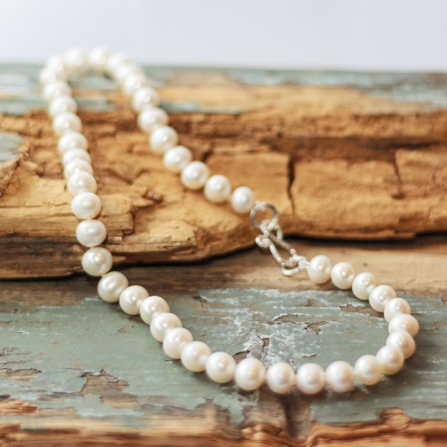 Simple pearl necklace - small